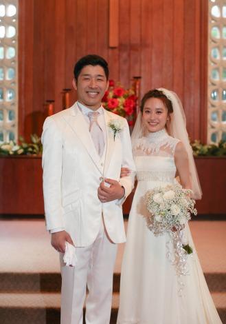 サムネイル ハワイで挙式したあべこうじ&高橋愛夫妻