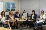 MINMI新曲応援隊長の水沢アリー(左から3人目)が『女子の本音座談会』を開催
