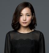 今多コンツェル総帥の娘で杉村三郎の妻・菜穂子役の国仲涼子(C)TBS