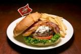 """世界18都市の各都市でしか食べられない""""ご当地限定ハンバーガー""""を提供するハードロックカフェの「ワールドバーガーツアー」。写真は『レジェンダリー ローマバーガー』(伊・ローマ)"""