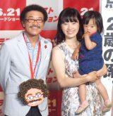 親子3代で映画『ラストミッション』特別ポスター解禁イベントに出席した(左から)具志堅用高、娘の麻衣さん、孫娘の栞菜(かんな)ちゃん (C)ORICON NewS inc.