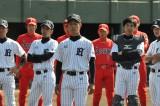 青島製作所の対戦相手は宿敵・イツワです。TBS系ドラマ『ルーズヴェルト・ゲーム』と日本生命のコラボCMを制作(C)TBS