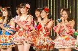 初の全国ツアー決定に沸くNMB48(写真左から矢倉楓子、吉田朱里、山本彩、渡辺美優紀)(C)NMB48