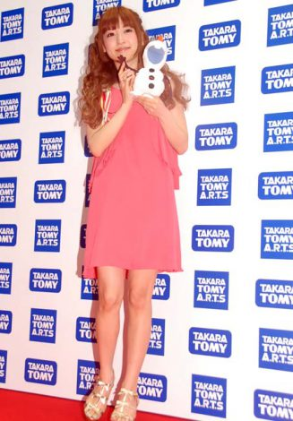 『東京おもちゃショー2014』で子どもたちと『アナと雪の女王』の挿入歌を歌った神田沙也加 (C)ORICON NewS inc.