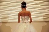 後ろ姿も美しい、ウエディングドレス姿を初披露した河北麻衣子 (C)ORICON NewS inc.