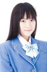 夏菜。2013年加入。1998年7月21日生まれ。