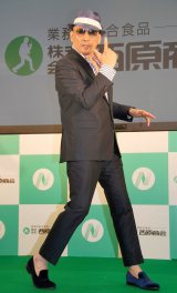 『業務用食品展示フェア』内のステージに登壇したクレイジーケンバンド・横山剣 (C)ORICON NewS inc.