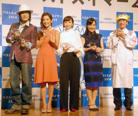 『第15回ベストスイマー2014』表彰式に出席した(左から)京本政樹、中村アン、持田香織、千住真理子、さかなクン (C)ORICON NewS inc.