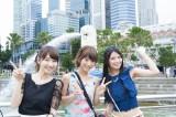 フレンチ・キス(左から)柏木由紀、高城亜樹、倉持明日香