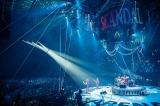 360度ファンに囲まれ大阪城ホール公演を開催したSCANDAL