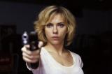 スカーレット・ヨハンソンが最強のヒロイン・ルーシー役でアクションシーンを華麗に演じる(C)2014 Universal Pictures
