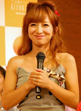 辻希美 イベント 『ハローキティの水素ゼリー』発売開始記念イベントに出席した辻希美