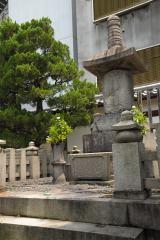 Kis-My-Ft2・玉森裕太が京都・本能寺の境内にある織田信長の墓を参拝