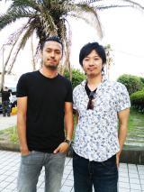 今井洋介(左)のエイベックス初仕事はR&Bシンガー・TSUYOSHI(右)のMV出演