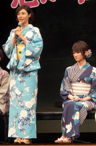 映画『思い出のマーニー』完成披露記者会見に出席した(左から)松嶋菜々子、高月彩良 (C)ORICON NewS inc.