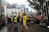 新宿ステーションスクエアでフリーライブを開催したBiS