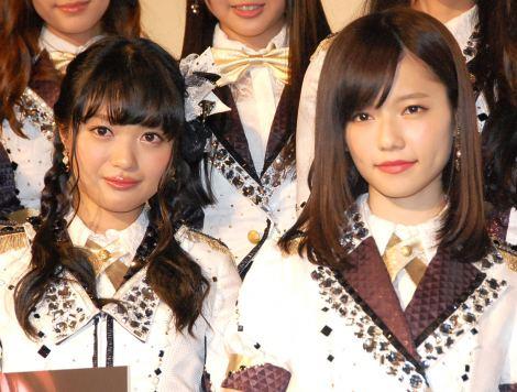 ドキュメンタリー映画『DOCUMENTARY of AKB48 The time has come 少女たちは、今、その背中に何を想う?』の前夜祭舞台あいさつに登壇した(左から)北原里英、島崎遥香 (C)ORICON NewS inc.