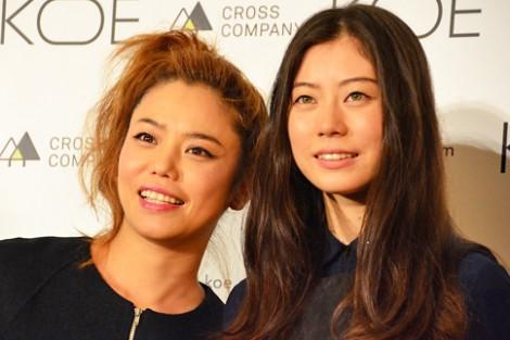 サムネイル 初の母娘2ショットを披露した、Chara(左)とSUMIRE (C)oricon ME inc.