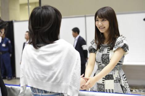 5月25日に発生した傷害事件以来、41日ぶりにAKB48の握手会が再開(東京ビックサイトにて)