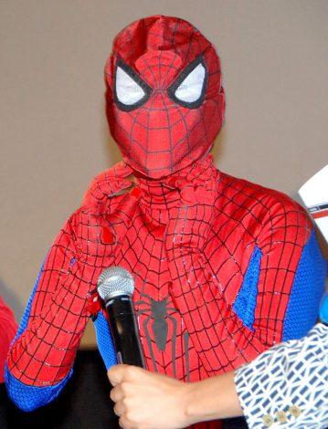 こ…こわい? 映画『アメイジングスパイダーマン2』トークイベントにコスプレ姿で出席した岡本夏生 (C)ORICON NewS inc.