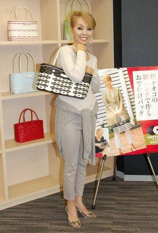 KADOKAWA『研ナオコの紙バンドで作るおでかけバッグ』発売記念ワークショプを開催した研ナオコ (C)ORICON NewS inc.