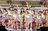 今月11日開催予定の追加公演中止を発表したHKT48(写真=4/19ツアー初日・千葉の幕張メッセにて撮影)(C)AKS