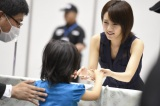AKB48の「全国握手会」再開が決定(写真は5日・東京ビッグサイトで行われた「前しか向かねえ」劇場盤発売記念大握手会の様子)