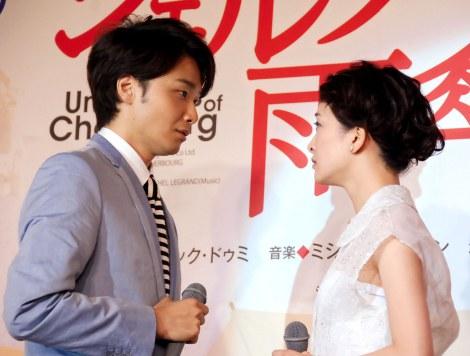 一部歌唱シーンも披露(左から)井上芳雄、野々すみ花=舞台『シェルブールの雨傘』製作発表会