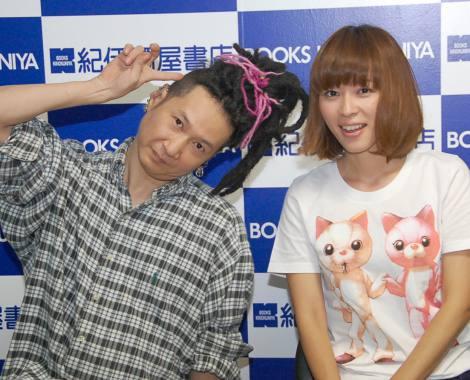 トークショーを行った(左から)嶽本野ばら、川本真琴 (C)ORICON NewS inc.