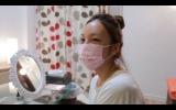 MBS・TBS系『情熱大陸』ですっぴんにマスクで自宅インタビューに応えるざわちん。7月13日放送(C)MBS