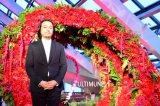『SHISEIDOアルティミューン パワライジング コンセントレート』パーティー会場の花をデザインしたフラワーアーティストの東信氏(C)oricon ME inc.