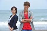 『GTO』で新ヒロインを務める比嘉愛未(左)と主演のAKIRA(右) (C)関西テレビ