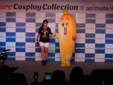 コスプレイベントにテレビ東京の狩野恵里アナウンサーとバナナ社員・ナナナが潜入。ランウェイを歩きました(C)ORICON NewS inc.