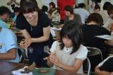 末家焼 ひろ窯の加藤夫妻の娘・まり香さんも参加、陶芸教室の模様