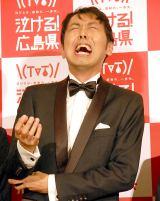 泣き崩れるアンガールズ・田中卓志=新観光プロモーション『泣ける!広島県』記者発表会