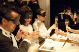 「クラヤミ食堂」は、暗闇と五感、ストーリーにゆだねる体験型イベント