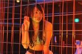 7月22日放送、フジテレビ系『GTO』第3話でピンチに立たされるさつきを体を張って演じたAKB48・木崎ゆりあ(C)関西テレビ