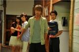 鬼塚(AKIRA)も大暴れする!?(左から)木崎ゆりあ、比嘉愛未、AKIRA、堀井新太(C)関西テレビ