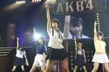 AKB48チーム4キャプテンの峯岸みなみが全国ツアーでも元気にパフォーマンス(C)AKS