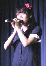 ライブデビューして8周年になるリーダー・小川杏奈(20)。(C)De-View