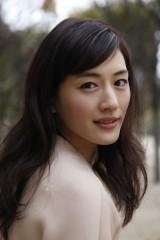 ドラマ『きょうは会社休みます。』でこじらせ女子を演じる主演・綾瀬はるか
