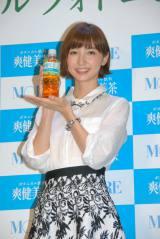 """""""ボタニカル女子""""をアピールした篠田麻里子 (C)ORICON NewS inc."""