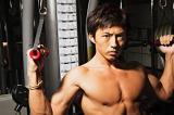 17人の美しい肉体がおさめられたビジュアル本『筋肉男子』(主婦の友社)より(トレーナー・相田直輝氏) (C)gaku