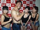 (左から)片岡沙耶、全日本プロレス・潮崎豪選手、有村こはる、城田あや (C)ORICON NewS inc.