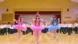 AKB48の37thシングル「心のプラカード」MV場面カット(中央左から:柏木由紀、渡辺麻友、指原莉乃)