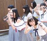 地元名古屋の円頓寺商店街でサプライズライブを行ったSKE48(前列左から松井玲奈、松井珠理奈、須田亜香里)(C)AKS
