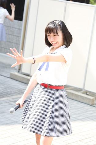 地元名古屋の円頓寺商店街でサプライズライブを行ったSKE48の須田亜香里(C)AKS