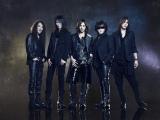 YOSHIKI(中央)が8月6日にX JAPANに関する重大発表を行うことを予告