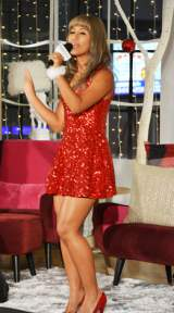 FrancfranクリスマスCM曲「Fun Fun Christmas」を熱唱する歌手のシェネル (C)oricon ME inc.