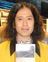 DVD『又吉直樹、島へ行く。母の故郷〜奄美・加計呂麻島へ ディレクターズカット』発売記念サイン会を開催したピース・又吉直樹 (C)ORICON NewS inc.